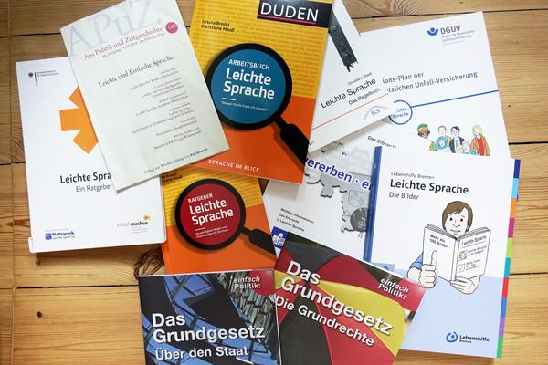 Publikationen zur Leichten Sprache und in Leichter Sprache