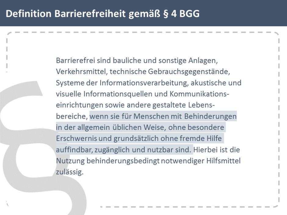 Folie mit Gesetzestext: Definition Barrierefreiheit gemäß § 4 BGG, an der linken Seite befindet sich ein großer, leicht gedrehter und angeschnittener Paragraf